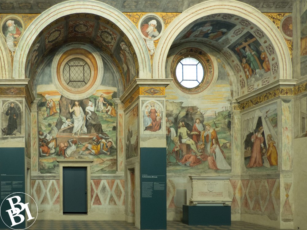 Two arched recesses covered with frescoes