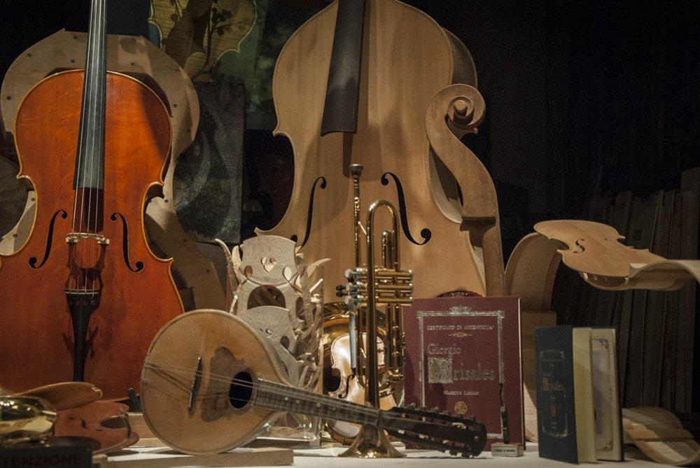 Shop window filled with several violins