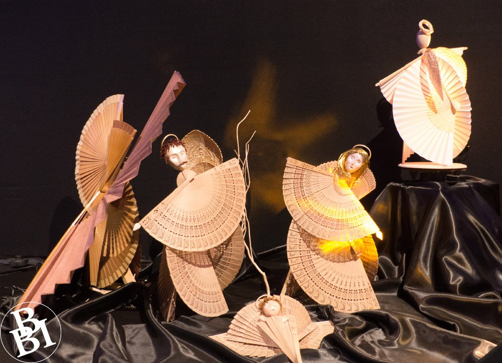 Japanese style presepe with fans of paper, wood and bamboo