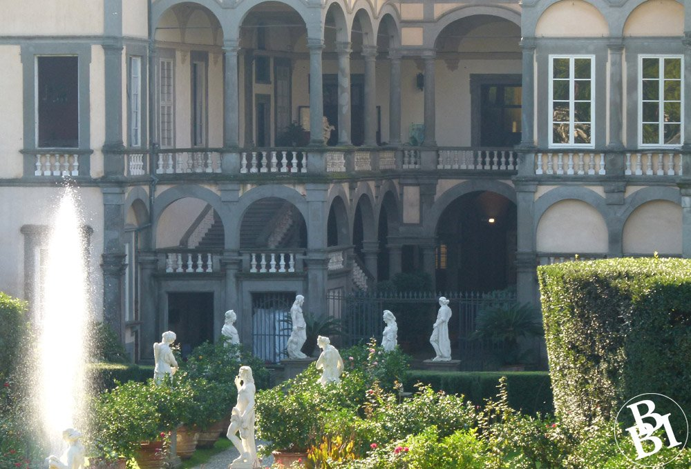 Fountains and statues in the garden of the Palazzo Pfanner