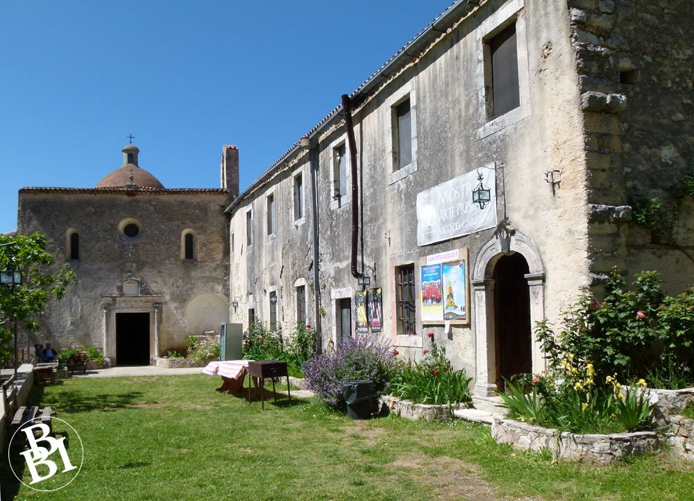 Courtyard and buildings of the church of Santa Maria Pura