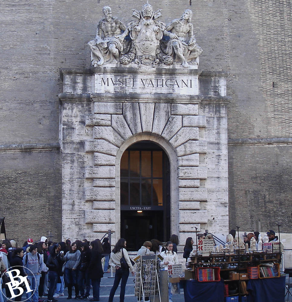 Queues outside the entrance to the Vatican Museums