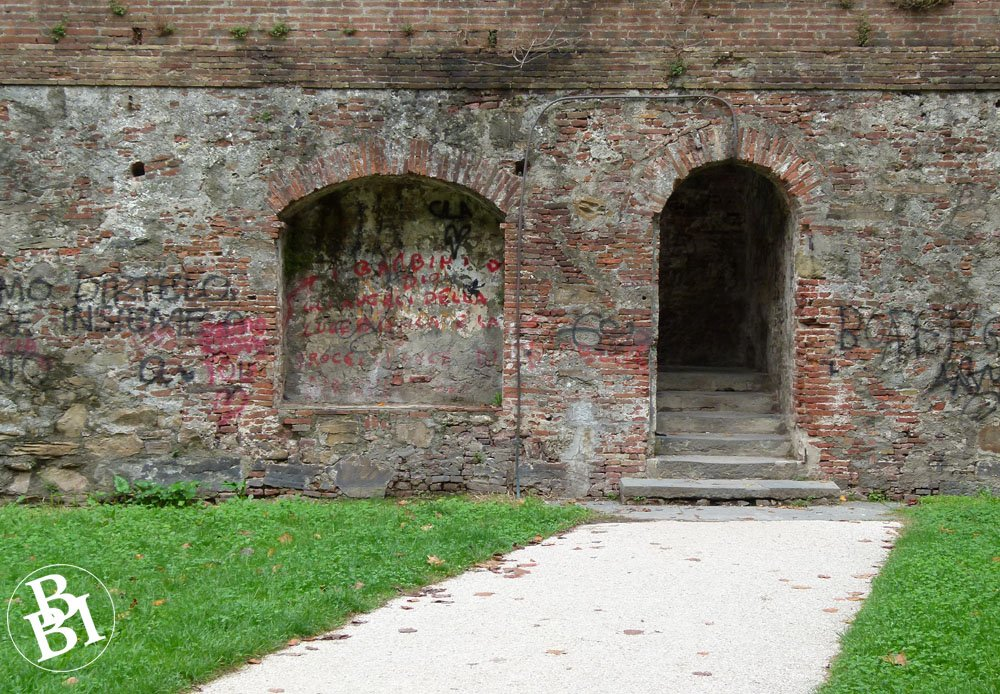 Narrow entrance into the medieval walls of Lucca